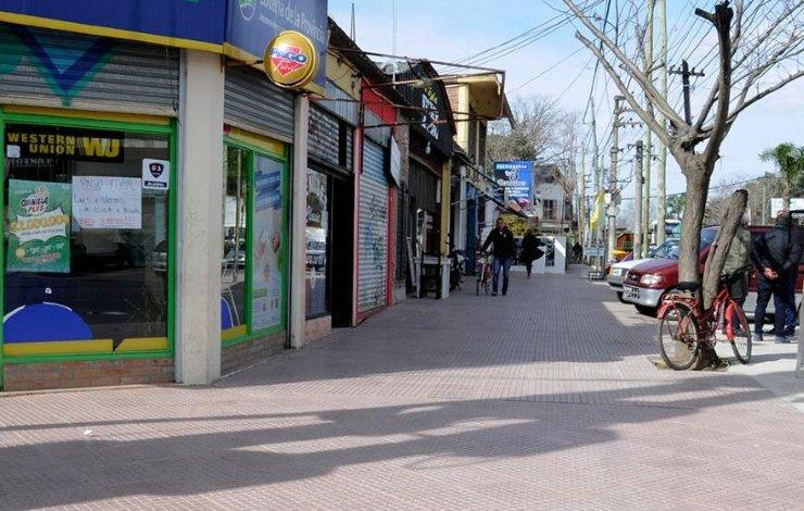 Centro comercial en Tigre vacio por el aislamiento.