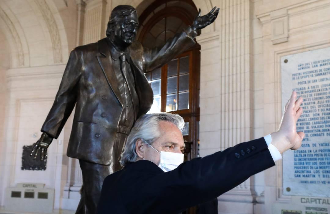 Alberto Fernández estatua Néstor Kirchner
