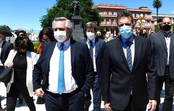 Alberto Fernandez y Sergio Massa camino al homenaje a NCK