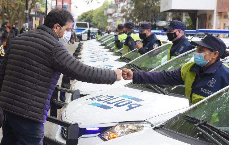 san-martin-moreira-entrega-patrulleros-y-chalecos-antibalas-policia
